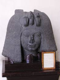 Granite_head_of_queen_Tiye