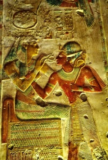 The+goddess+Isis+gives+pharaoh+Seti+I+breath+of+life,+in+the+form+of+an+ankh