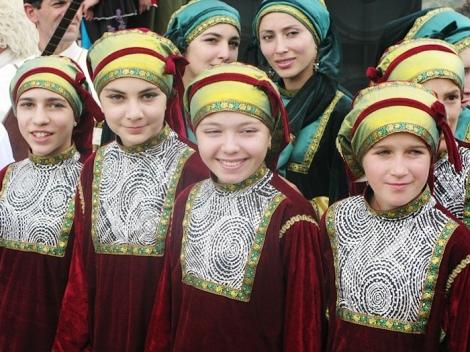 dagestan-people-girls-traditional-costumes-north-caucasus-culture