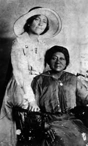 Eartha_M.M._White_and_her_mother_Clara_White-_Jacksonville,_Florida_(6891324847)