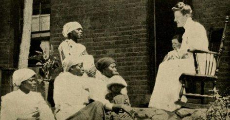 Missionary-addressing-African-Women_blog.swaliafrica.com_-e1466907208736