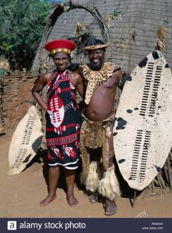 zulu-couple-man-woman-dressed-in-native-costume-kwa-zulu-natal-south-AN3AXD
